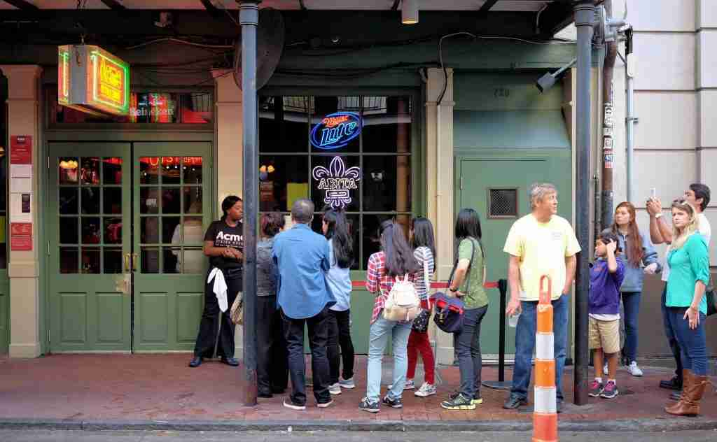 queue-at-a-restaurant-Acme-Oyster-House