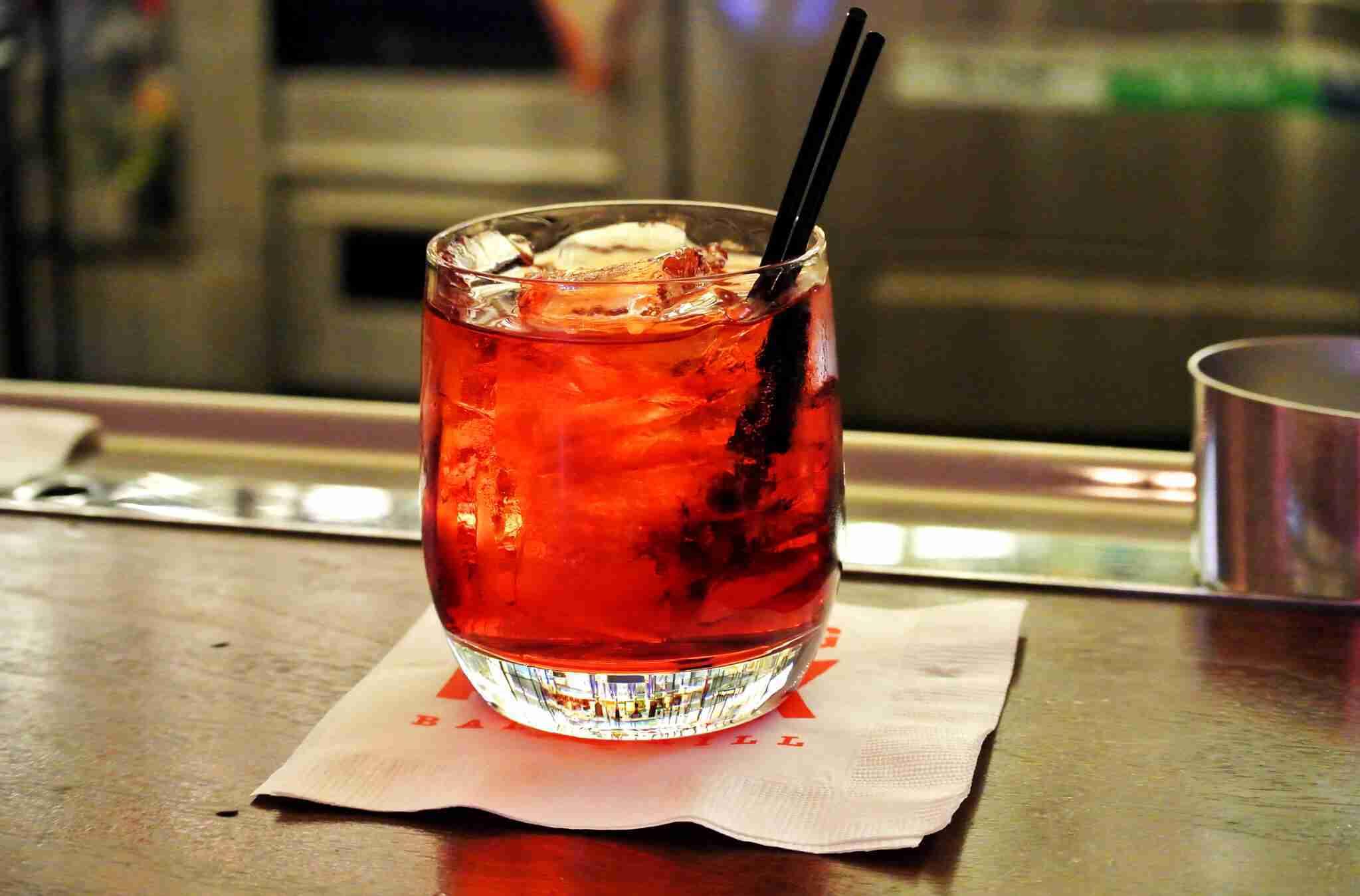 commande-mobile-de-boisson-cocktail-negroni